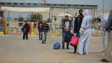 Photo of إسرائيل ستعيد العمال الفلسطينيين بشكل تدريجي إلى الضفة الغربية