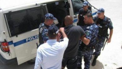 Photo of الشرطة تقبض على أصحاب مقاهي لم يلتزموا بقرار حالة الطوارئ في رام الله