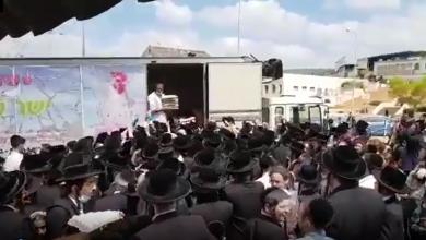 """Photo of #فيديو: لماذا يتظاهر """"الحريديم"""" في ظل منع التجول في إسرائيل؟"""