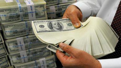 Photo of الدولار يقفز على إثر الهبوط التاريخي للخام الأمريكي