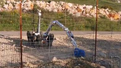 "Photo of #فيديو: روبوت إسرائيلي يتفقد ""أكياس"" قرب السياج الفاصل بين فلسطين ولبنان"