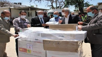 Photo of الصحة بغزة تتسلم شحنة تبرعات من الأجهزة الطبية لمواجهة فيروس كورونا